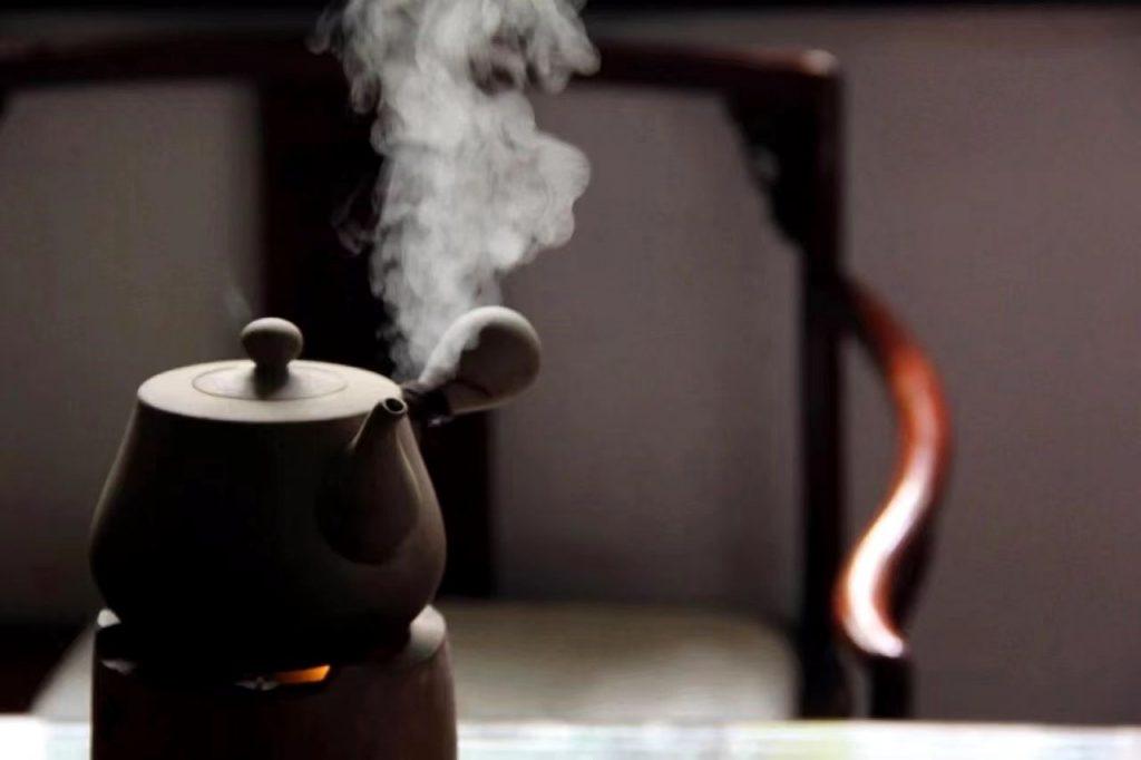 用铁壶煮白茶好吗?