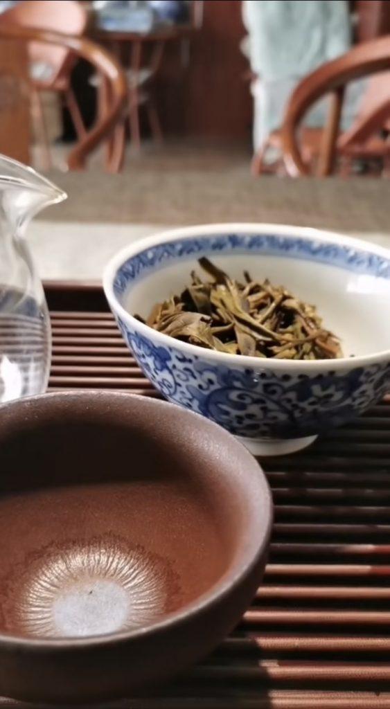 白茶有酸臭味正常吗