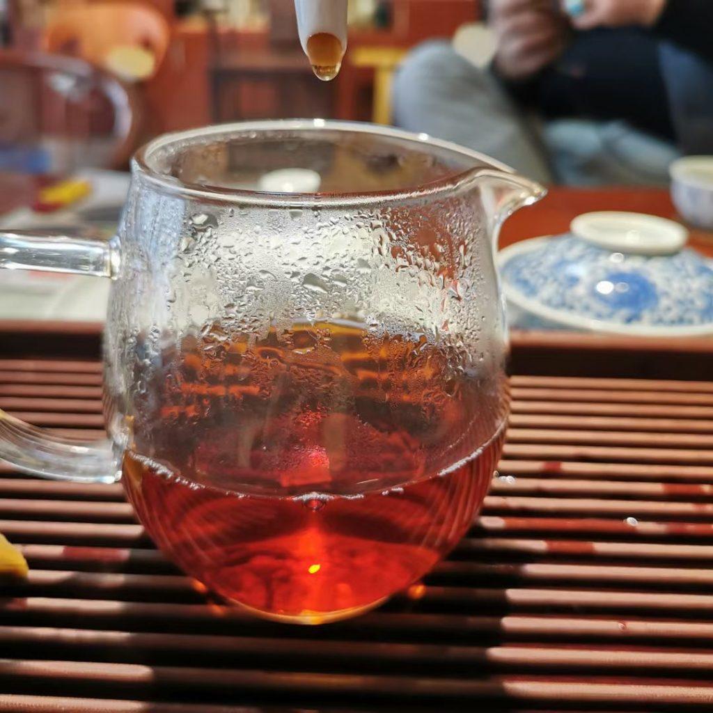 储存普洱茶放入餐巾纸吸潮