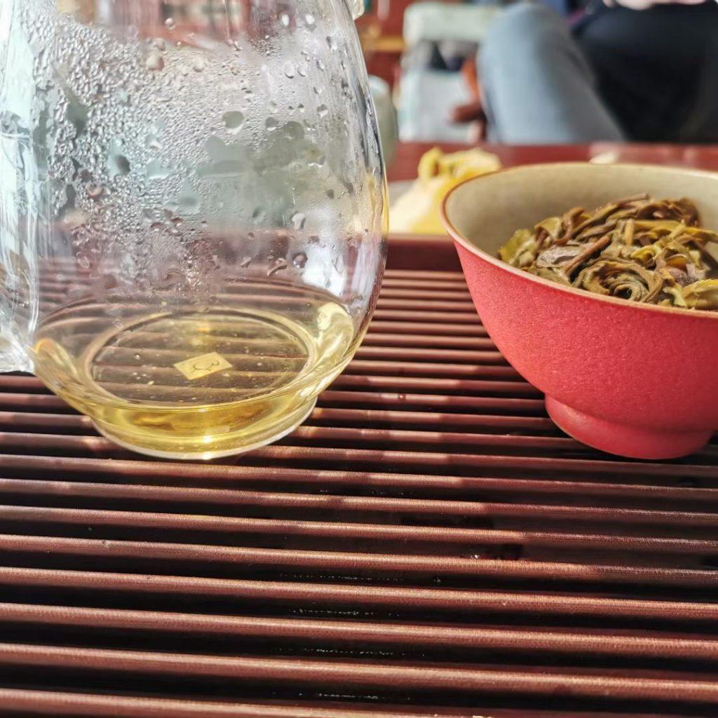 白茶叶子大的茶好还是小的好