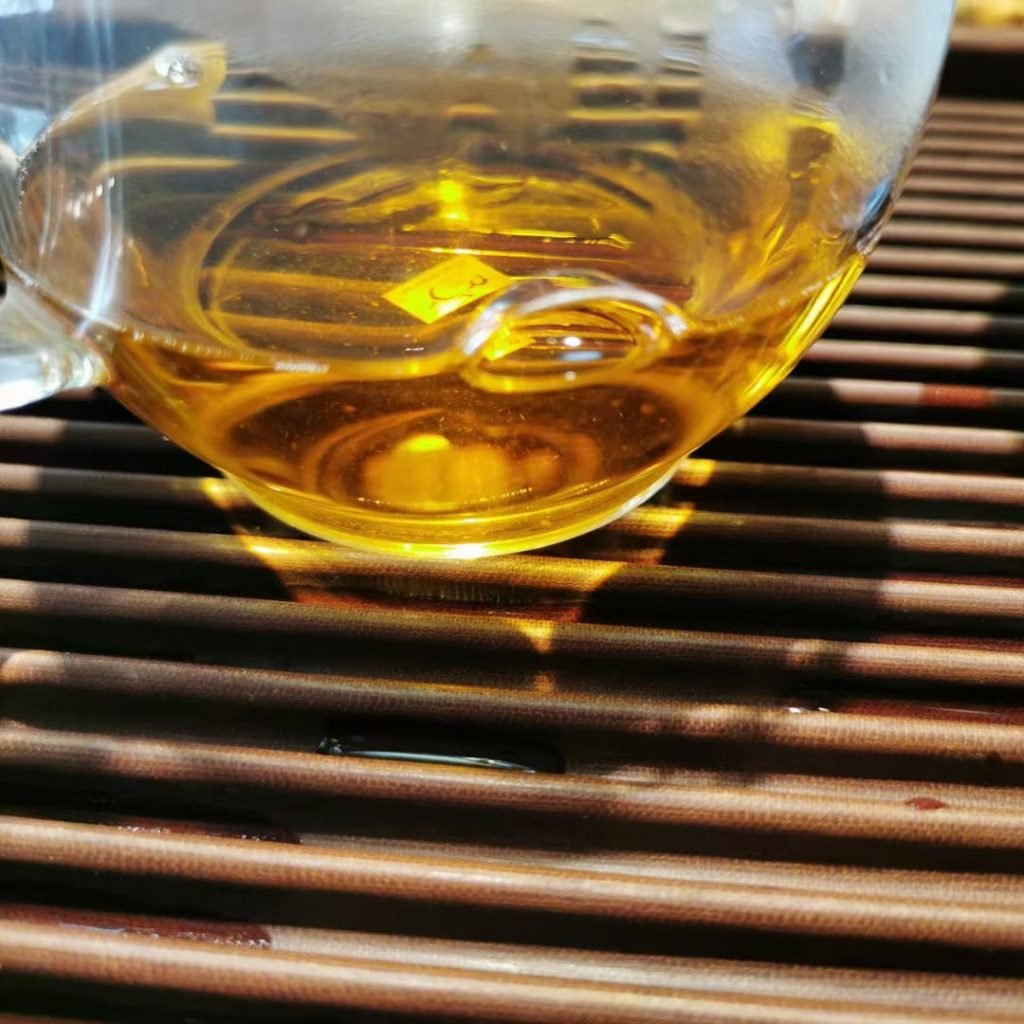 普洱茶用银器泡口感好吗